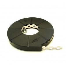 Bandă metalică perforată pentru prinderea indicatoarelor de stâlpi