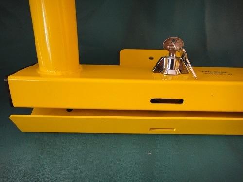 Blocator parcare cu cheie