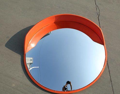 Oglindă rutieră